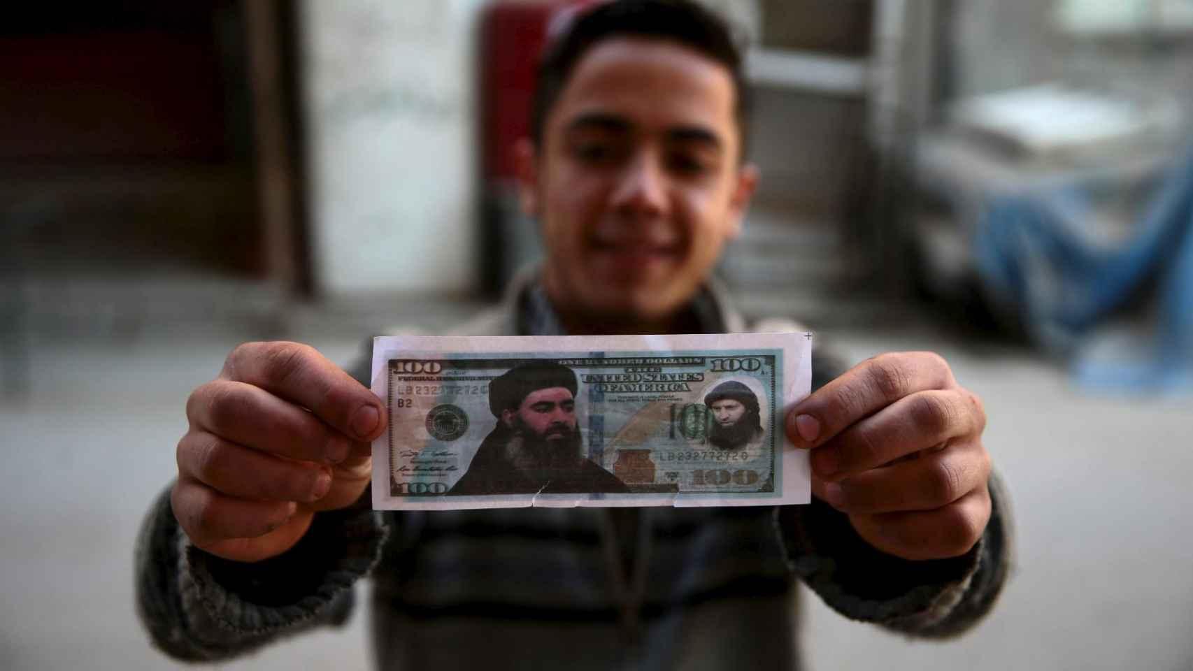 Al Bagdadi protagoniza un billete falso de los lanzados por el Ejército sirio desde el aire.