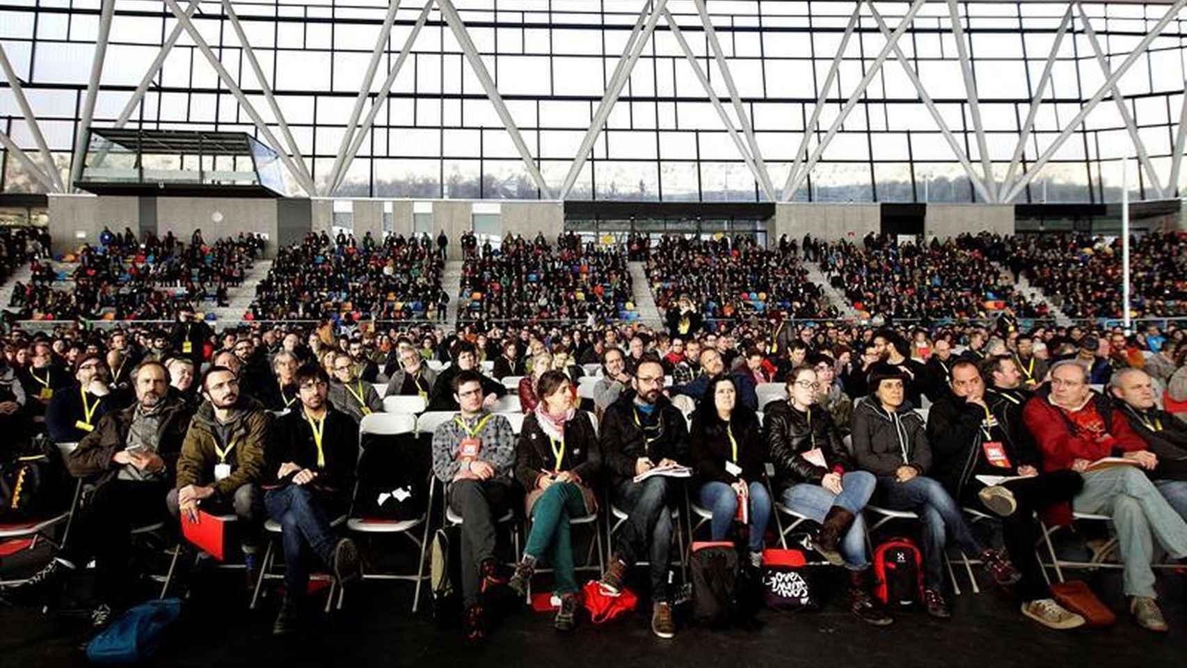 Vista general de los asistentes a la asamblea de la CUP del domingo.