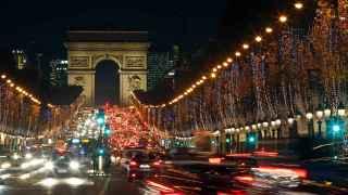 El Arco del Triunfo en los Campos Elíseos centrará la celebración de Nochevieja en París.