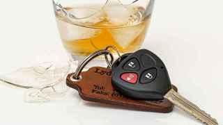 Conducir ebrio es un delito.