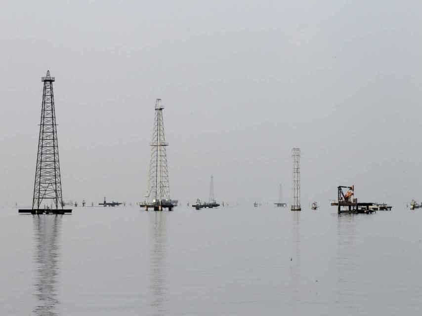 Torres de extracción en el Lago Maracaibo.