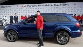 James, durante la entrega que hace Audi de sus vehículos a los jugadores del Real Madrid.