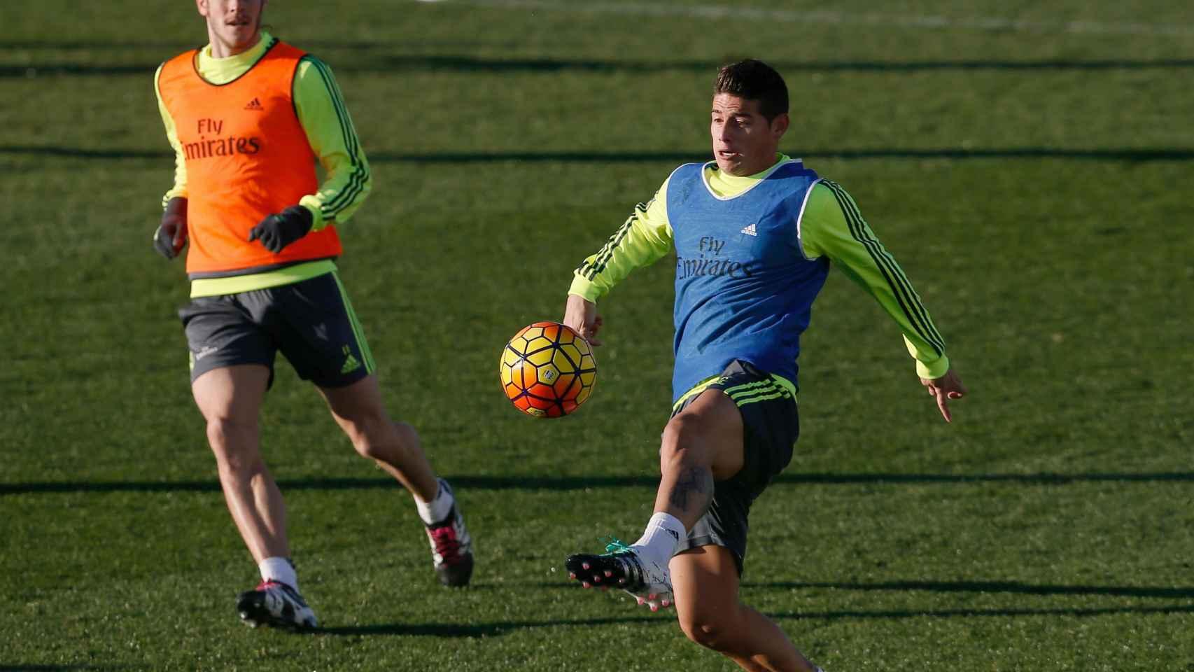 James Rodríguez en un entrenamiento con el Madrid.