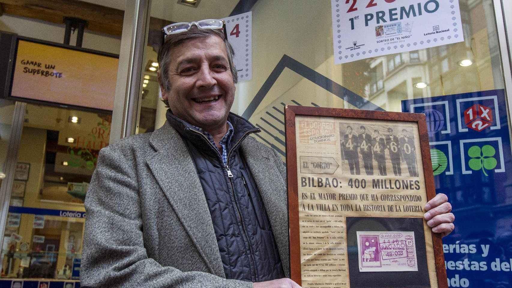 El titular de la administración número 25 de Bilbao Lotería los 400 millones, Iñigo Gómez Barrengoa.