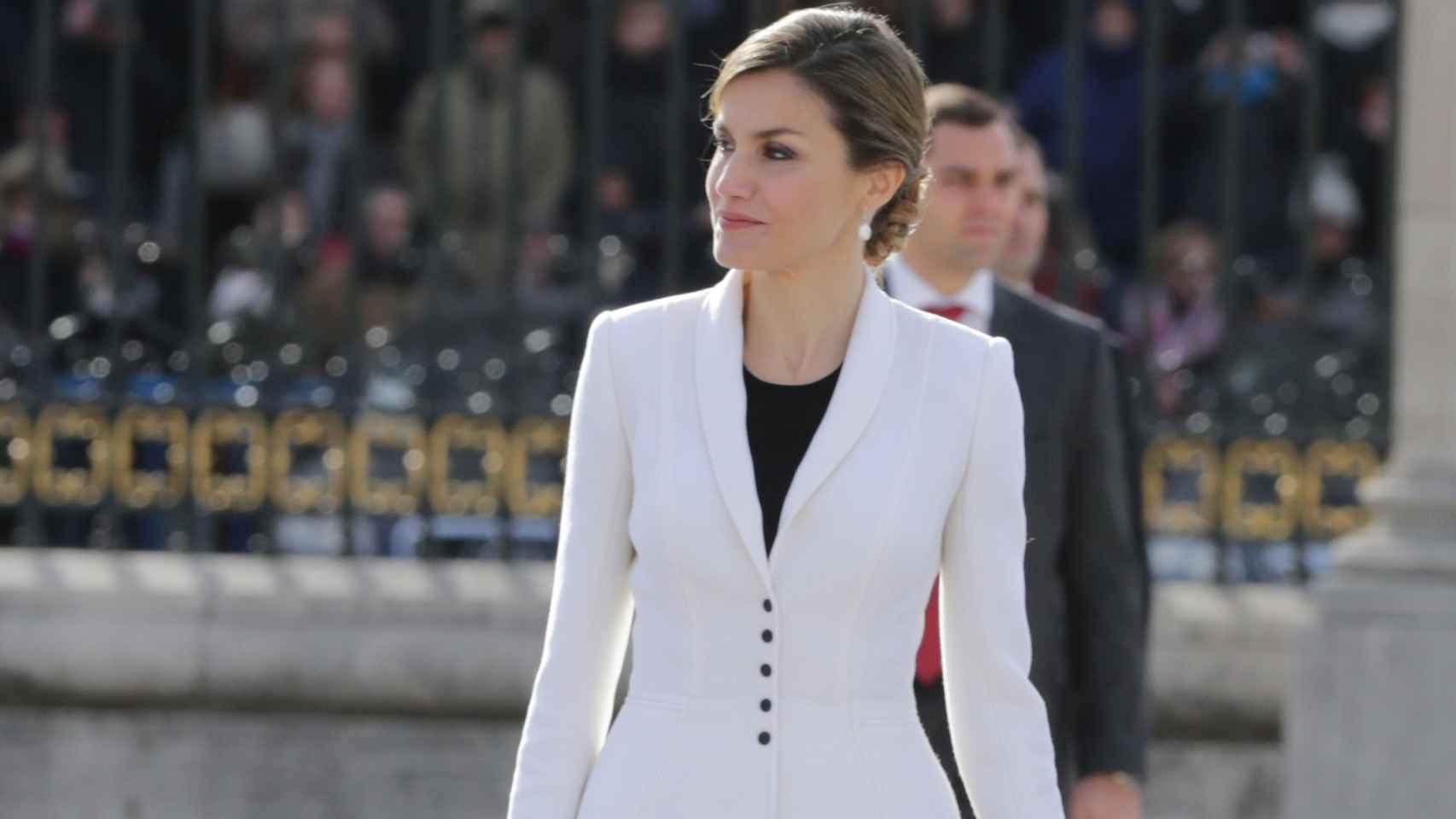 Doña Letizia vestida con total look de Felipe Varela en su última aparición pública