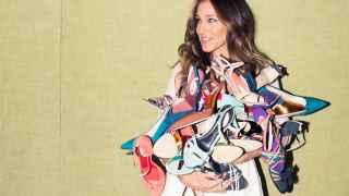 Sarah Jessica Parker con los zapatos de su marca SJP