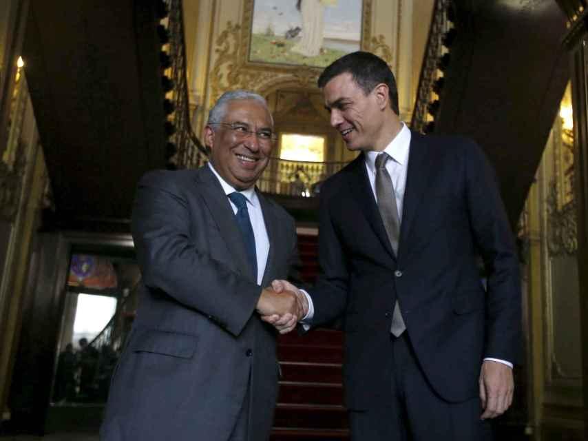 El primer ministro luso Antonio Costa junto al líder del PSOE, Pedro Sánchez.
