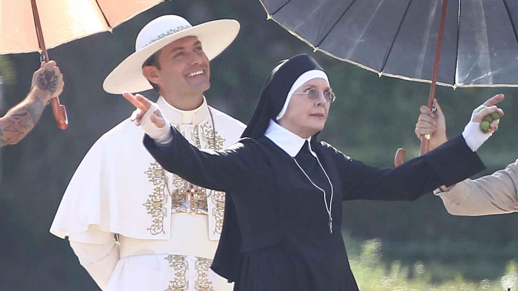 Jude Law y Diane Keaton en Venecia durante el rodaje de The Young Pope