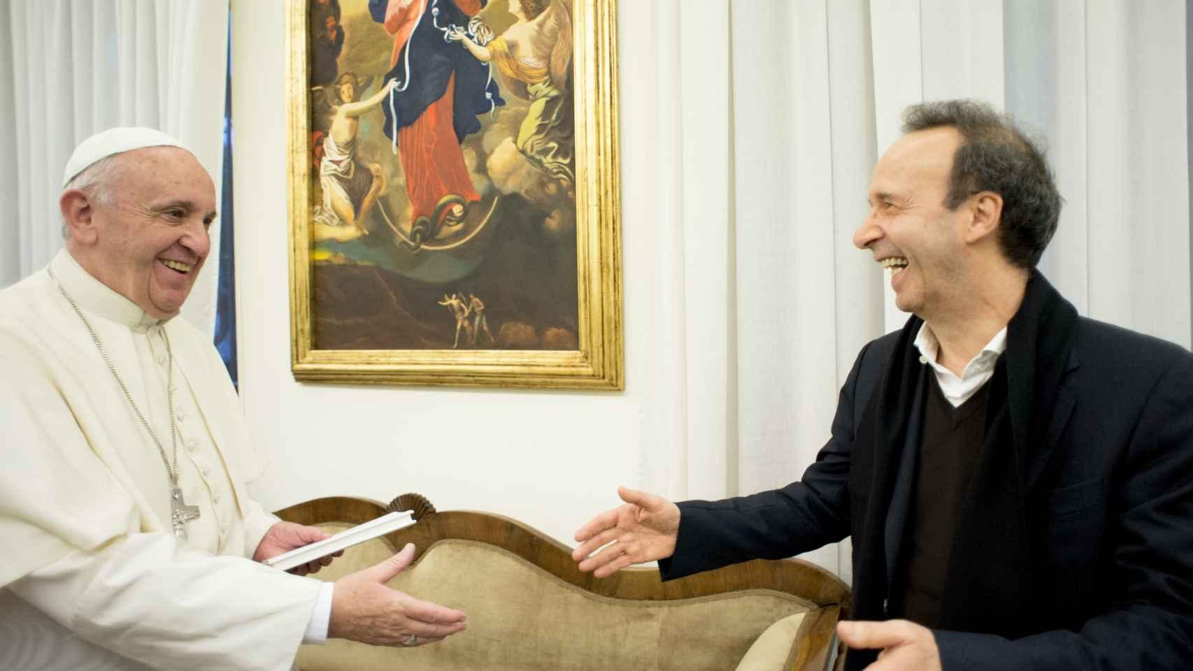 El Papa Francisco y el director Roberto Benigni en la presentación de el libro