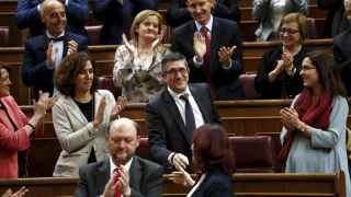 Patxi López, aplaudido por el resto de sus compañeros tras ser elegido presidente del Congreso.