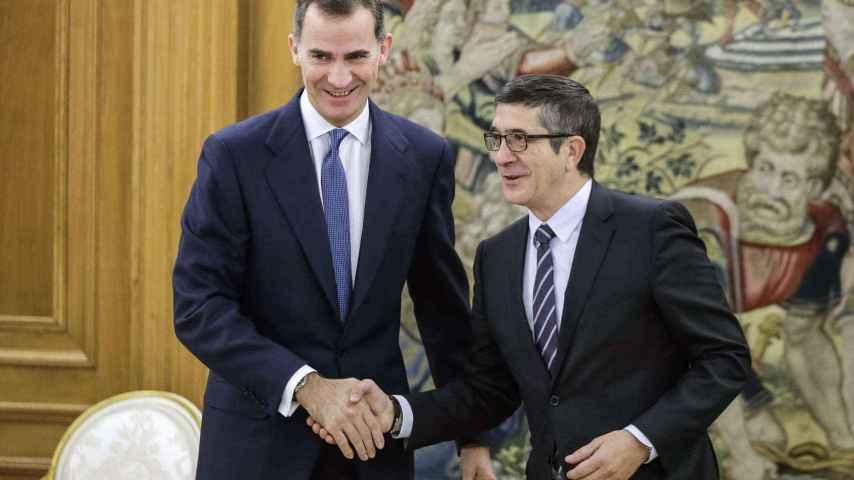 El Rey recibe en el Palacio de la Zarzuela al presidente del Congreso, Patxi López.