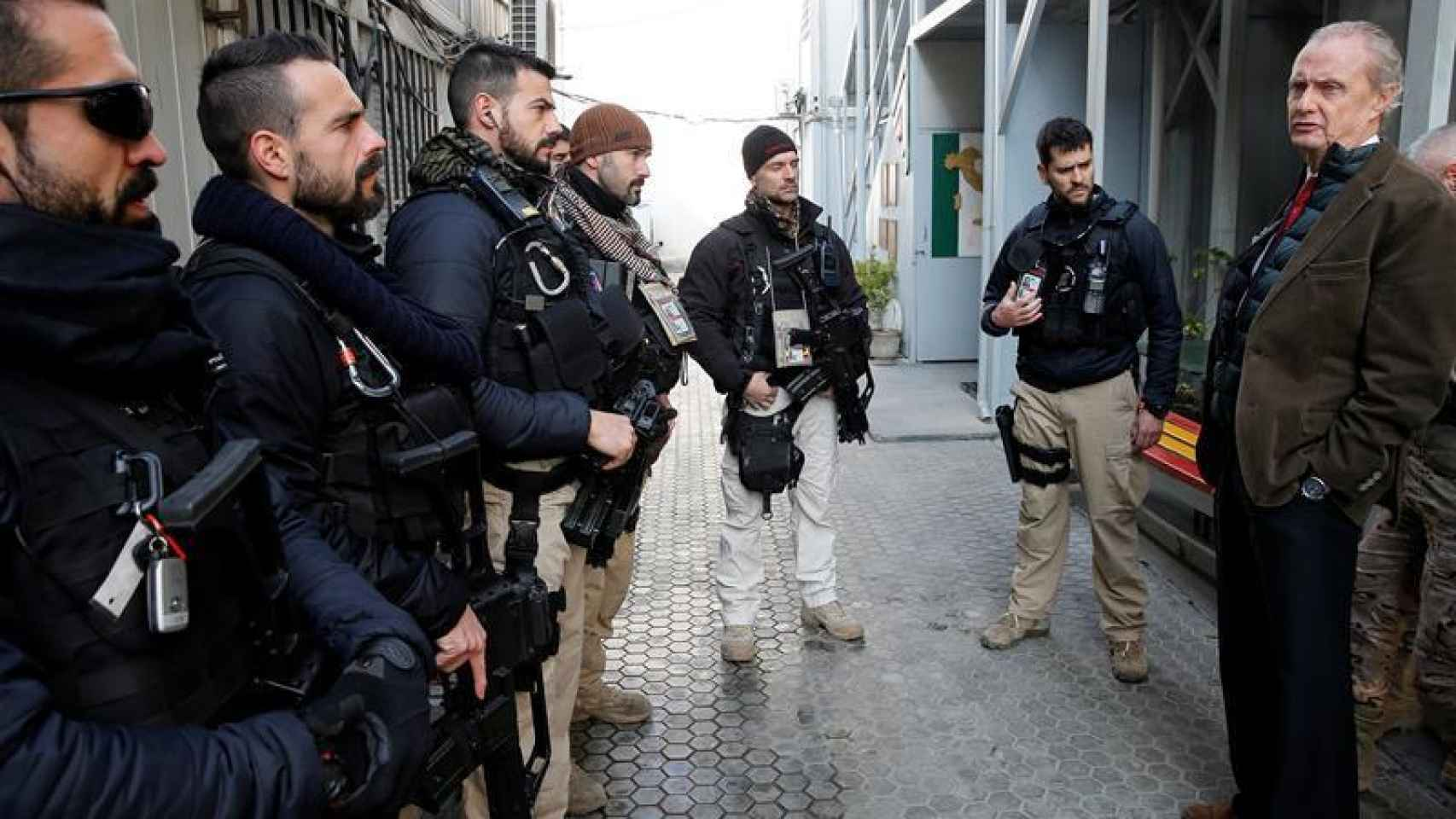 Pedro Morenés visita a las tropas españolas desplegadas en Afganistán.