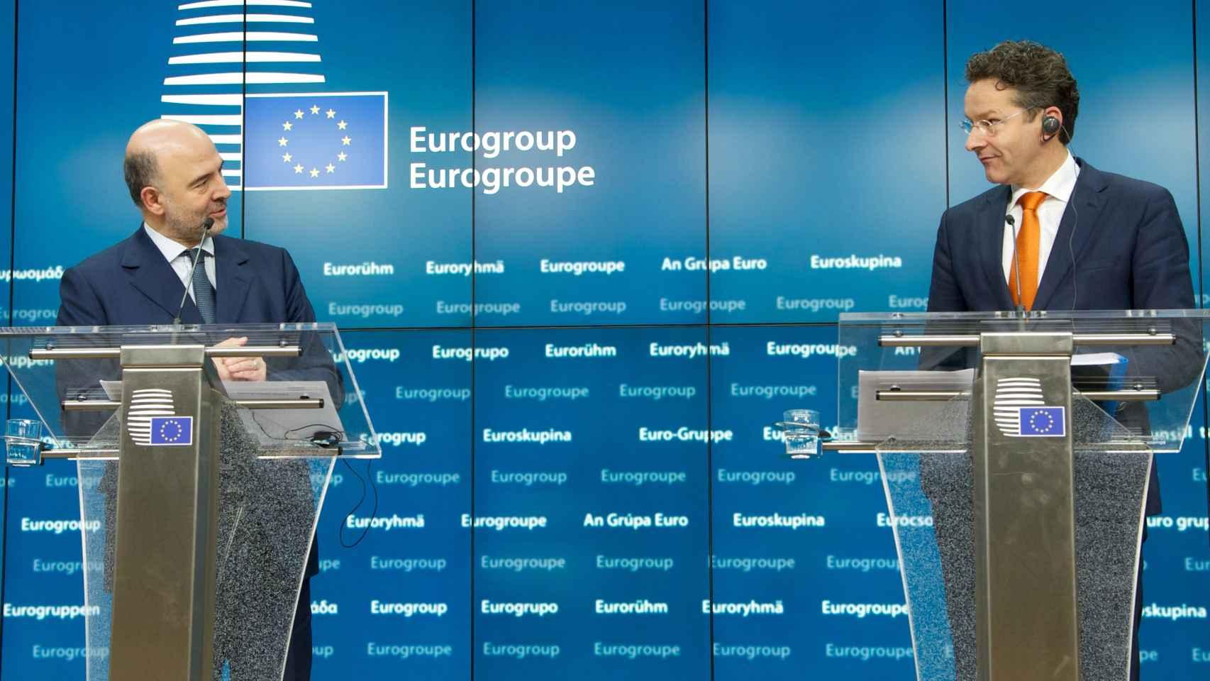 El jefe del Eurogrupo, Jeroen Dijsselbloem, y el comisario Pierre Moscovici