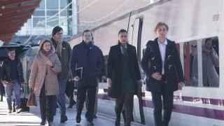 Rajoy, en el andén de Chamartín antes de coger el tren hacia Zamora.