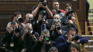 Periodistas gráficos en el hemiciclos del Congreso de los Diputados/Sergio Barrenechea/EFE