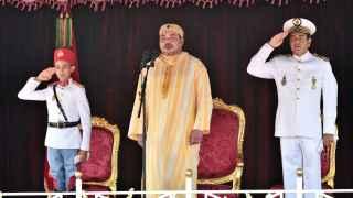 Mohammed VI y su hijo el Príncipe Moulay Hassan en la ceremonia de lealtad al rey