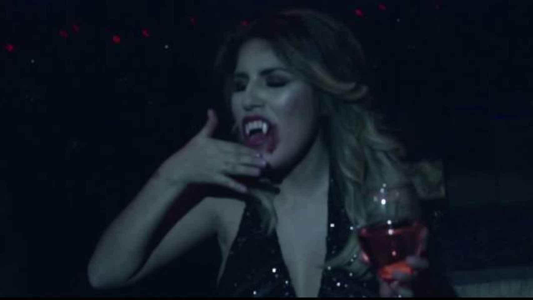 Chabelita Rivera disfrazada de vampiro para el videoclip de Kiko Rivera