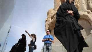 Turistas visitando Persepolis.
