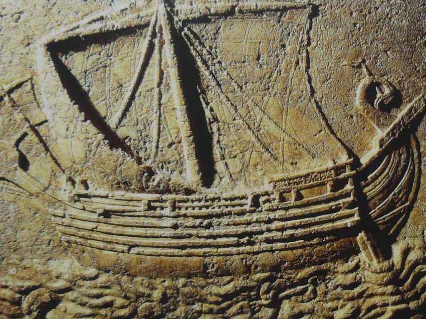 Barco fenicio tallado en un sarcófago del siglo II a.C.
