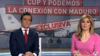 Álvaro Zancajo y Sandra Golpe en el momento de dar la exclusiva en Antena 3.