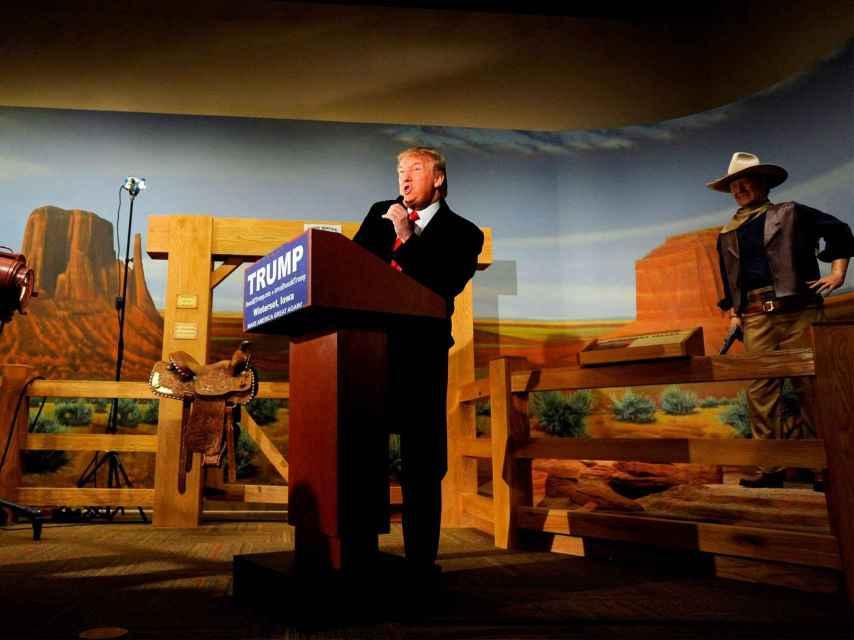 Trump en el museo de la ciudad natal de John Wayne.