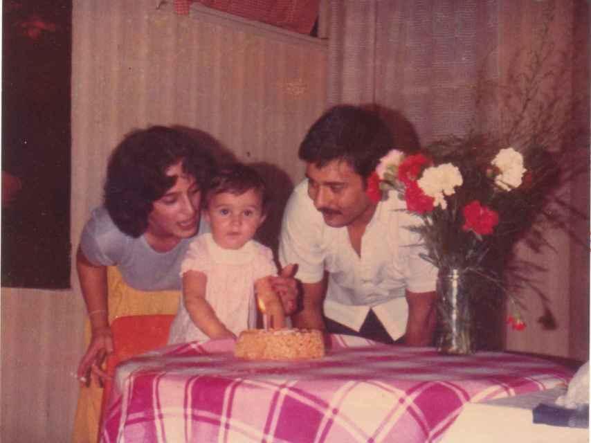 Laura Martín y Juan Carlos García Goena celebran con su hija el primer cumpleaños de esta.
