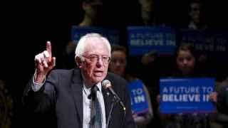 Bernie Sanders hace campaña en New Hampshire.