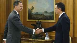 Pedro Sánchez junto al Rey en la primera ronda de consultas.