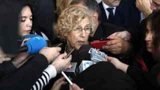 La alcaldesa de Madrid, Manuela Carmena, hace declaraciones a los medios de comunicación