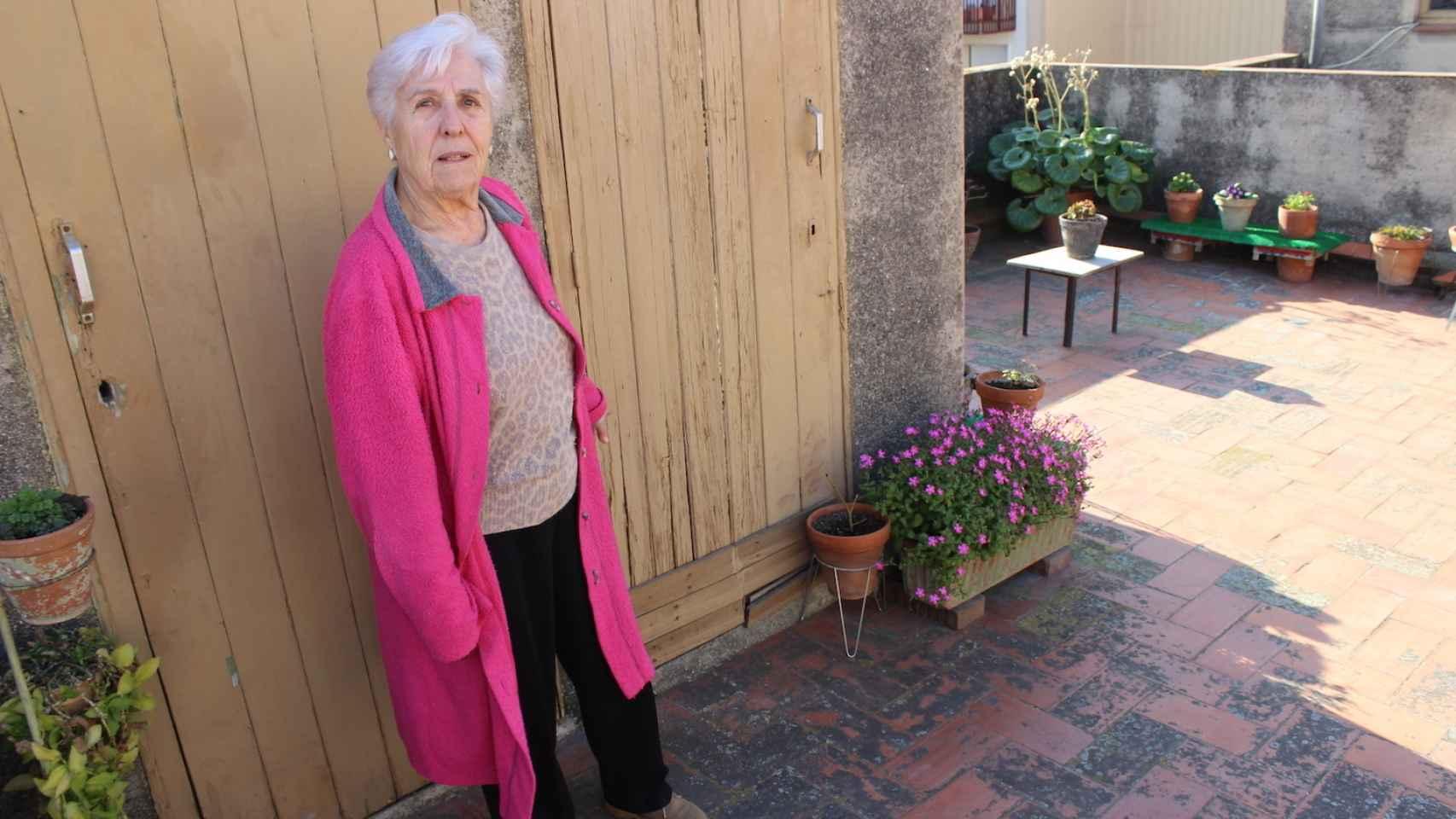 Anna Vilanova en el piso en el que vive desde 1963