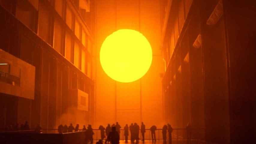 Instalación de Olafur Eliasson, en la TATE, en 2003.