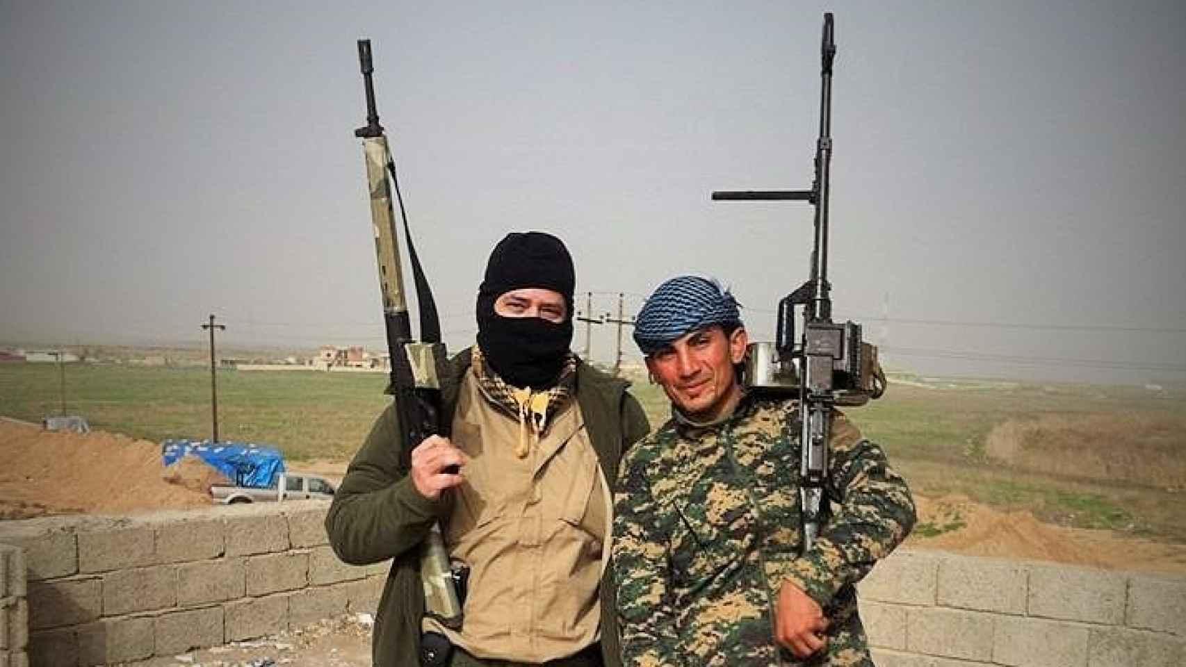 Los Peshmerga acogen a los dos soldados españoles.