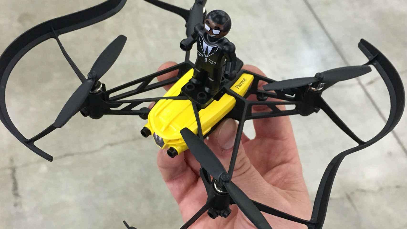 Drones como este Airborne de Parrot invaden la muestra.