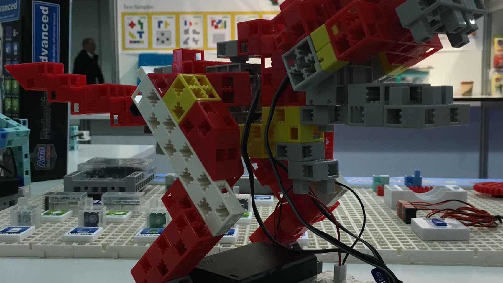 ¡Un robot-dinosaurio para construir!