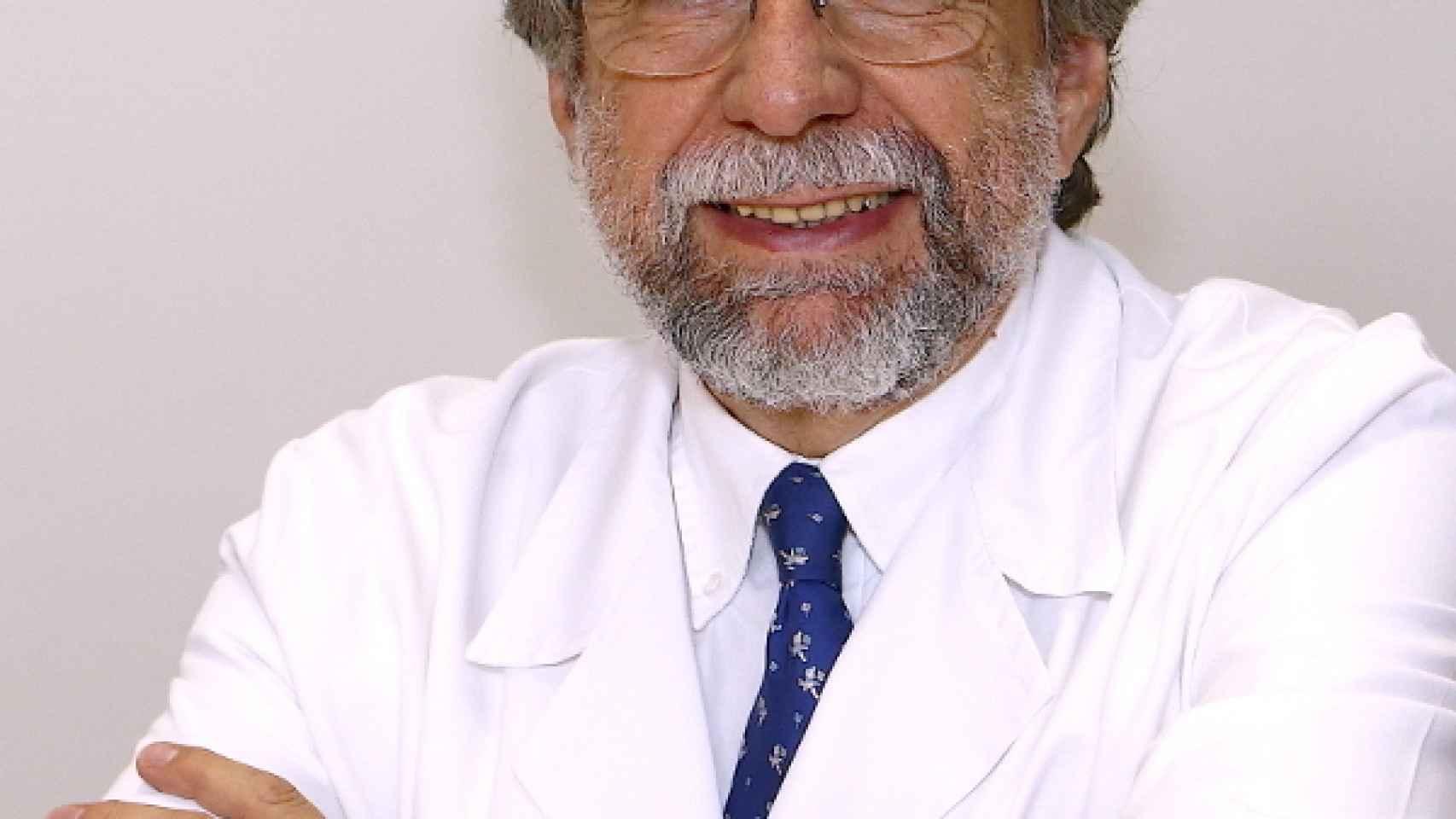 El doctor Antonio Escribano jefe del área de nutrición de las Federaciones Españolas de Baloncesto y Fútbol