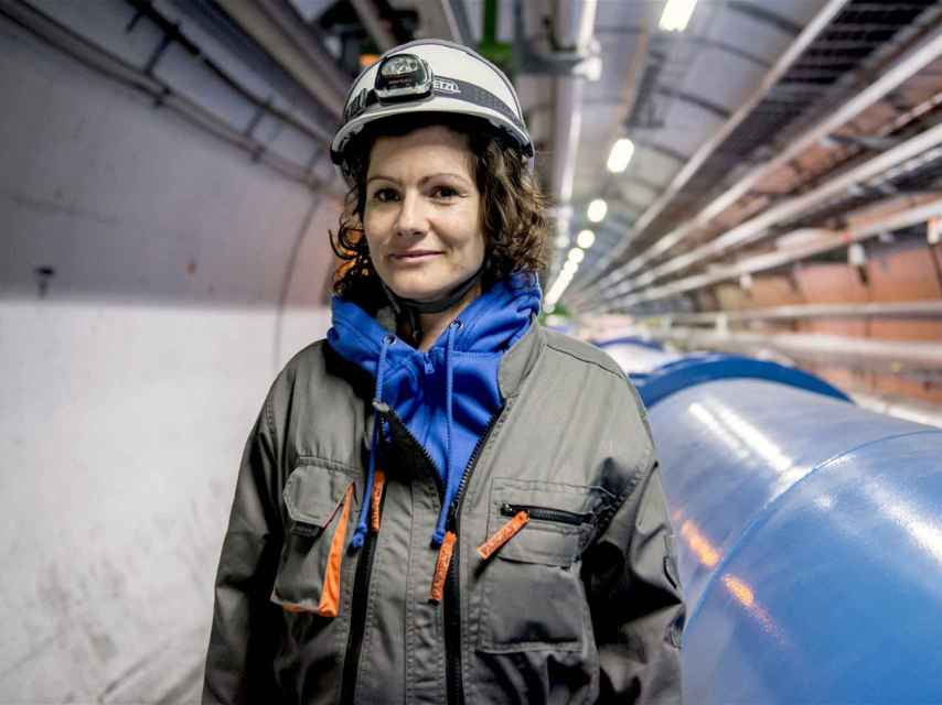 Una física en el túnel del LHC.
