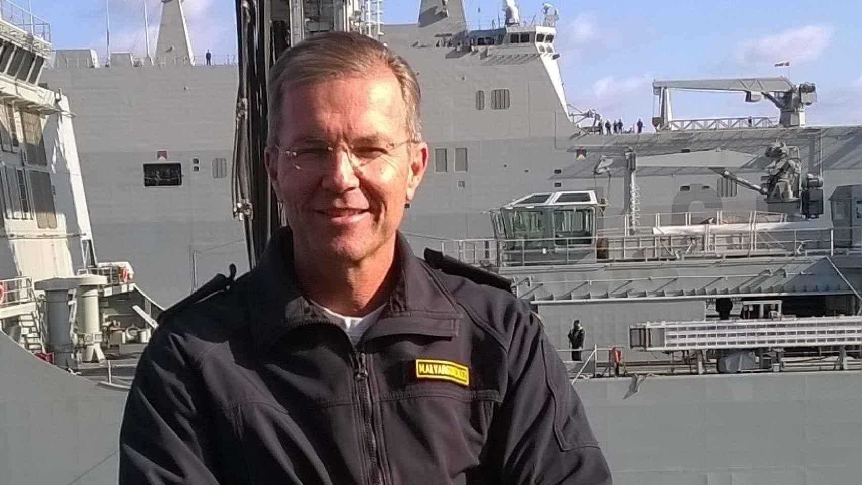 El capitán Manuel Alvargonzález Méndez, a bordo de la fragata 'Canarias'.