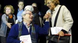 Carmena con Jorge M. Reverte durante la presentación del libro