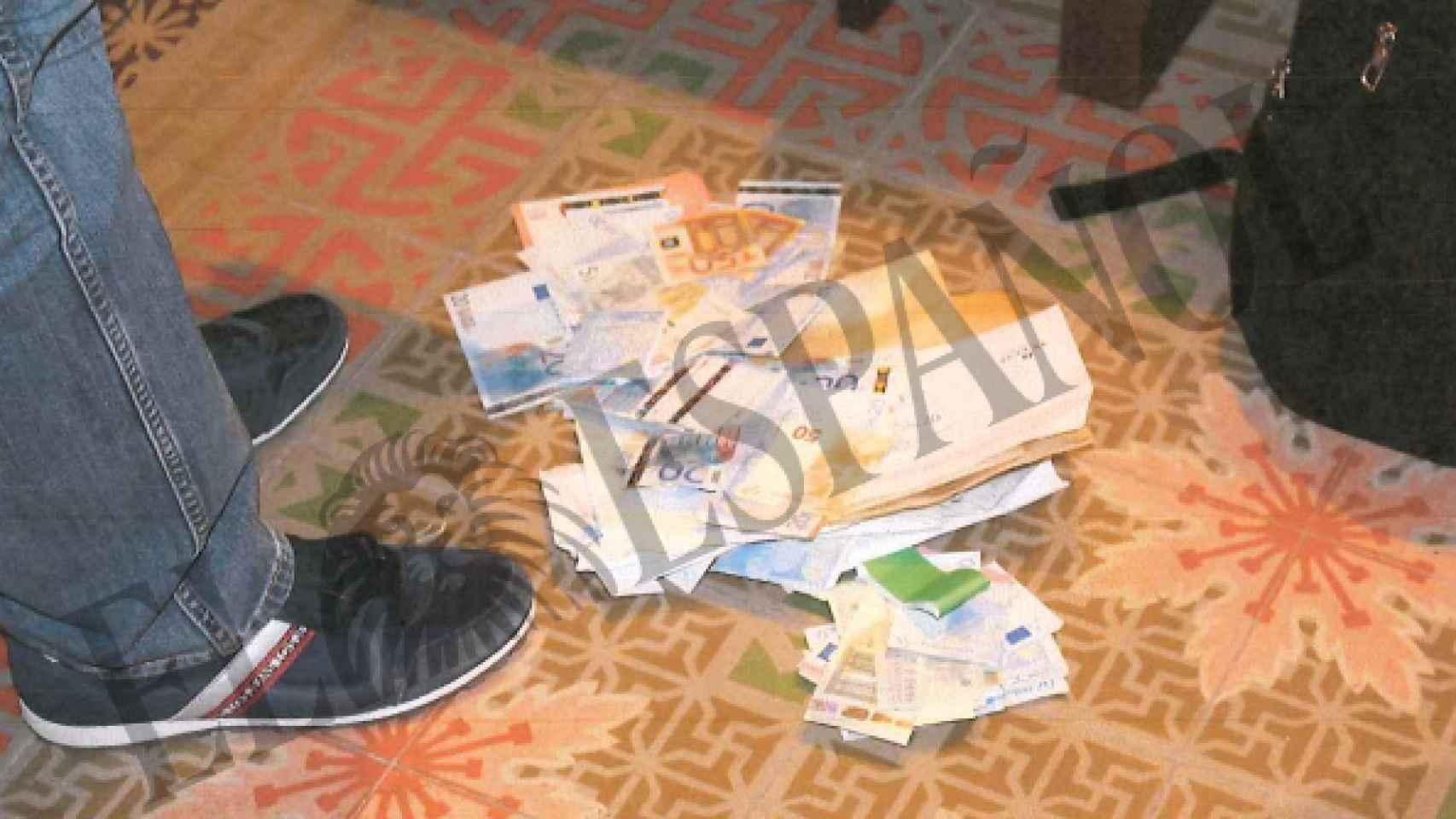 Dinero en efectivo localizado en la sede de Teyco.