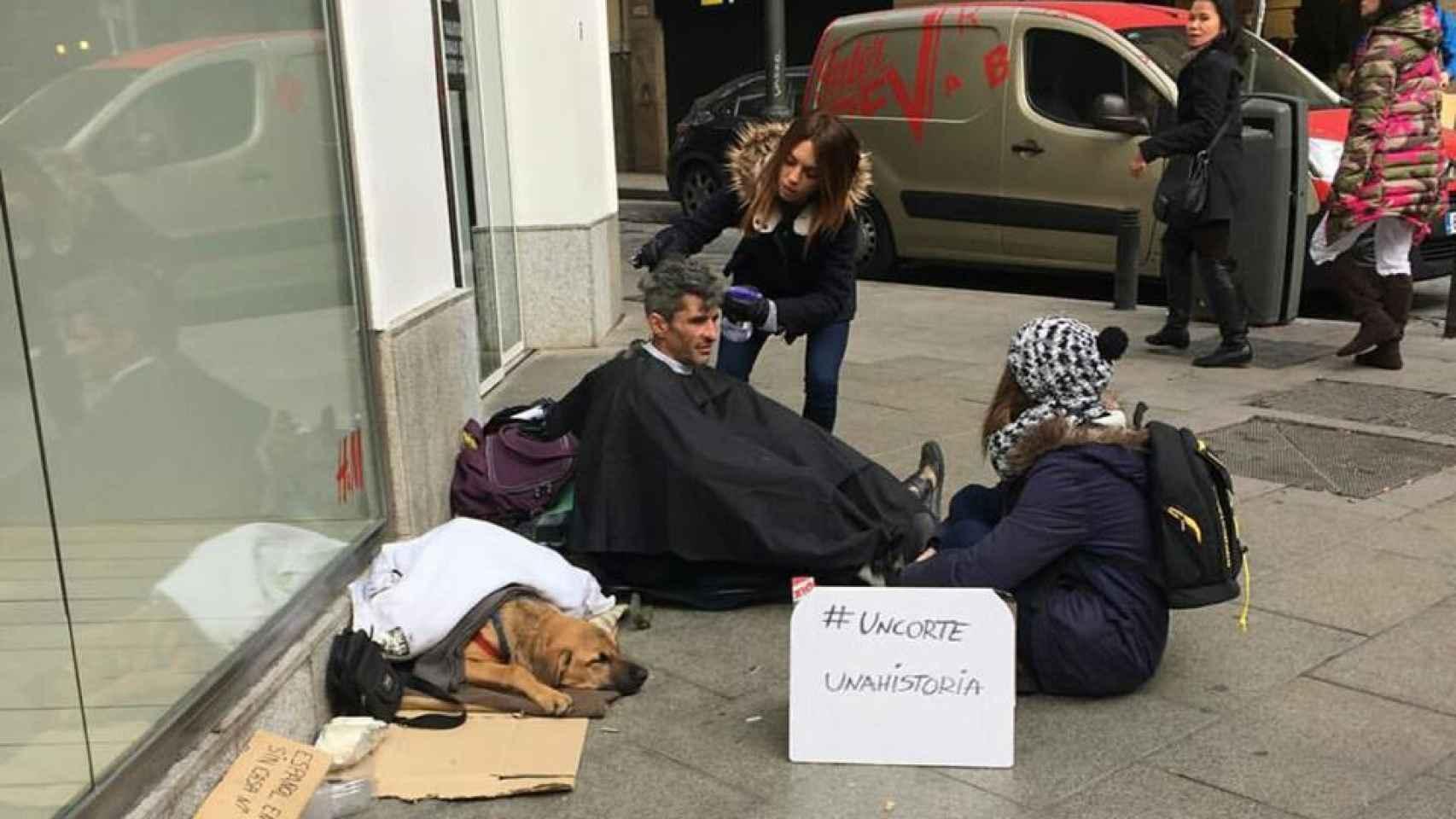 La peluquera de lujo que corta el pelo a los sin hogar
