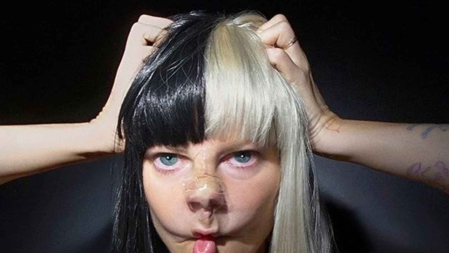 Portada a cara descubierta de This Is Acting, el último disco de Sia