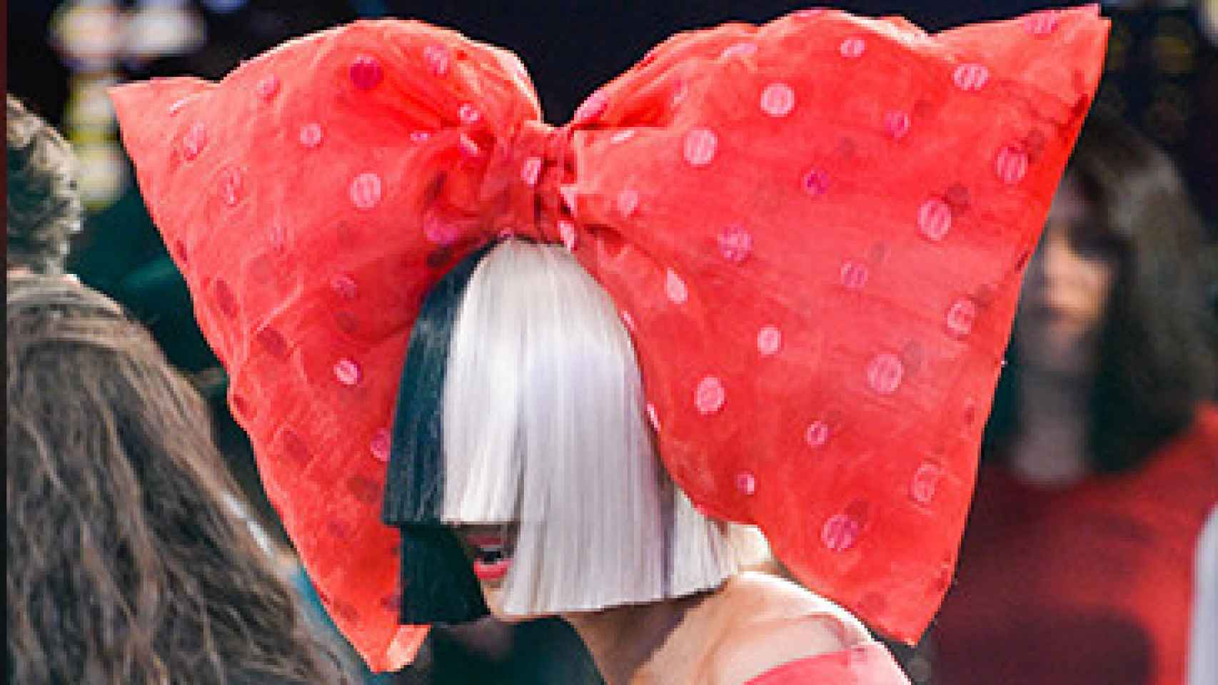 Sia en su actuación en Good Morning America