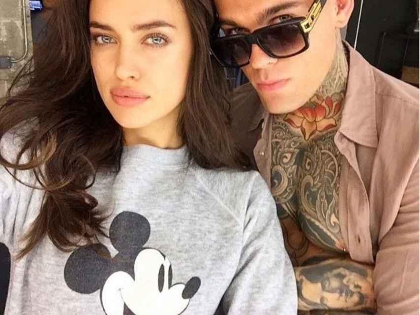 Irina y el modelo no se cortan a la hora de mostrase cómplices en sus redes sociales