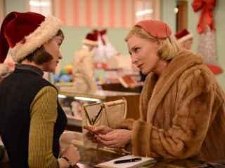 Rooney Mara y Cate Blanchett en un fotograma de Carol