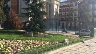 El monolito al alférez caído en La Plaza de Felipe IV