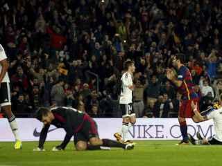 El Valencia hundido tras ser goleado por el Barcelona.