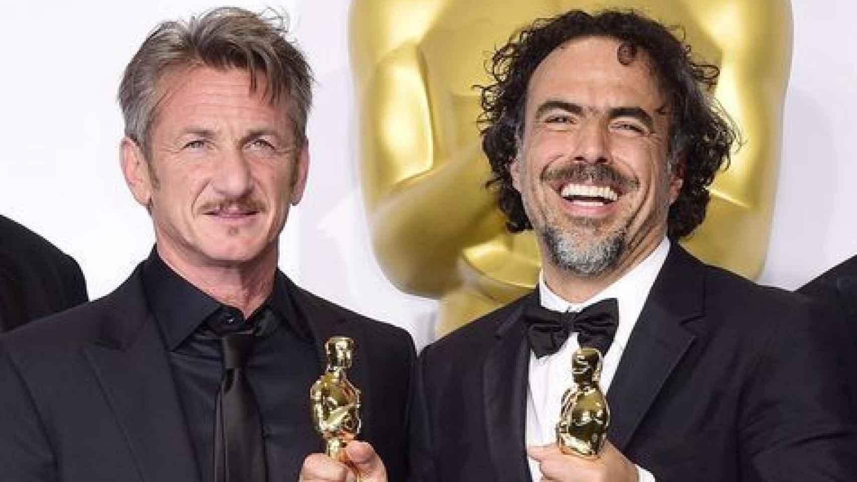 Sean Penn y González Iñárritu en los Oscar