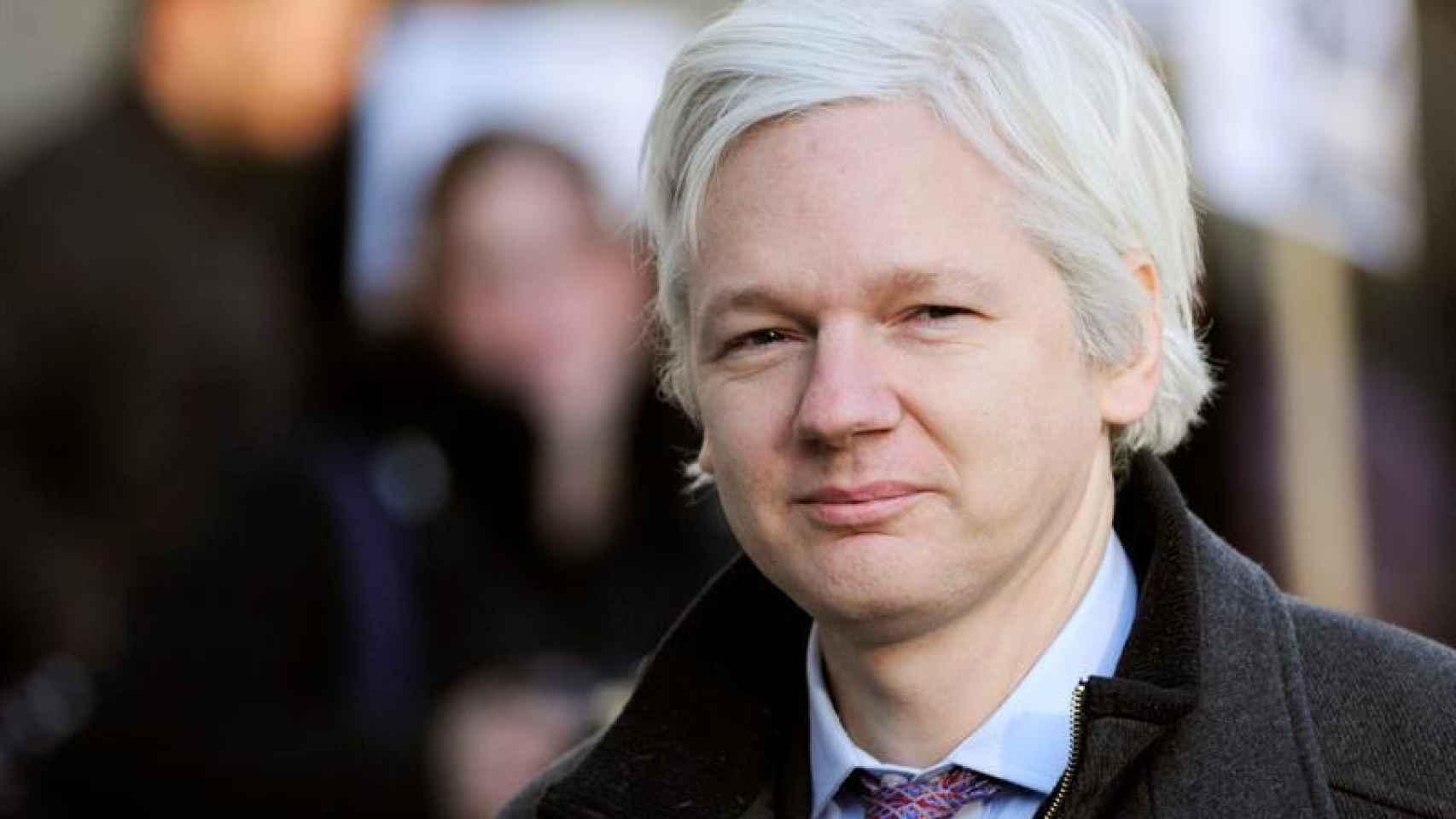 Assange podría entregarse a la policía británica si la ONU no le da la razón.