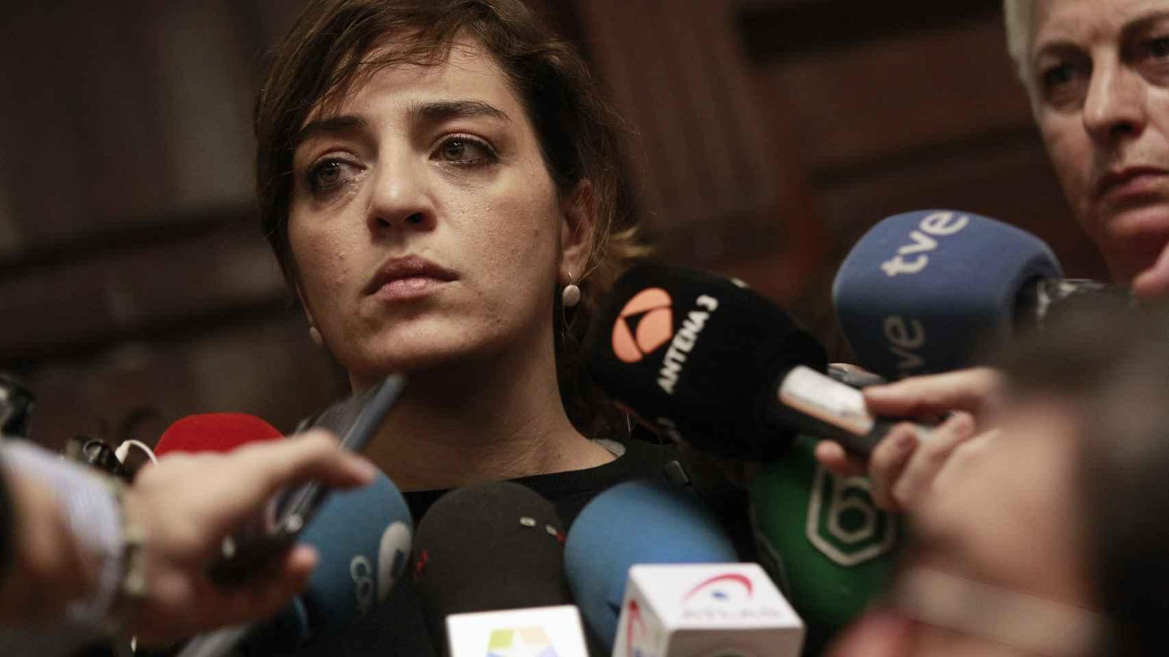 La concejal de Cultura, Celia Mayer, da explicaciones a los medios
