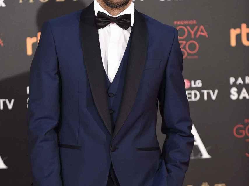 Hugo Silva sexy con esmoquin de Paco Varela